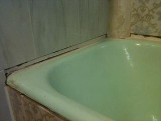 колонна на углу ванны