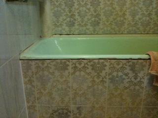 пример старого экрана под ванной